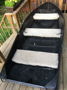 Boat 12 ft for sale. Aluminium boat with motor.