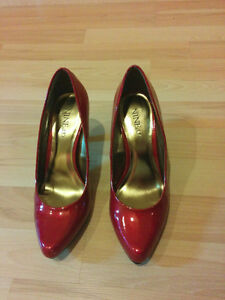 Burgundy red pumps, heels from Nine&Co, worn only once!