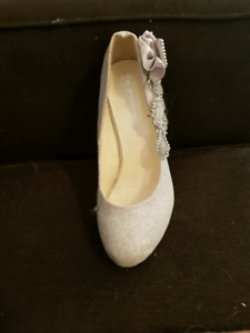 **REDUCED FORMAL OR BRIDAL SHOES**
