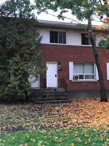 Town house for rent, nov 1st