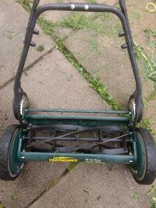 Yardworks push mower. Manuel.
