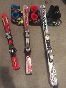 3 ensembles de skis et bottes de bonne qualite pour enfants