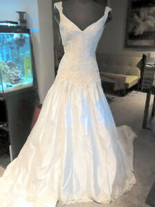 Size 8 NEW Ivory Drop Waist Wedding Dress