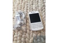 White Blackberry q10 in excellent condition