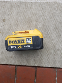 Dewalt 4 amp battery
