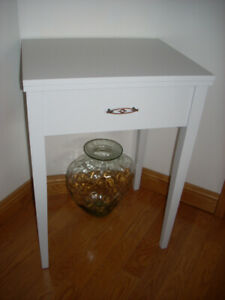 LIGHT GREY ACCENT TABLE