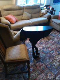 Ibride ostrich table