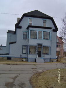 Large 3 Bedroom, Ground Floor, West, Off Lancaster Ave.