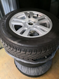 4 pneus hiver winter tires GoodYear (235/65R17)