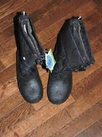 Brand new size 3 winter boots with tag