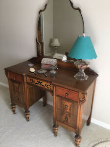 Beautiful Vintage Bedroom Set