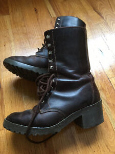 GAP womens lace-up leather boot, BROWN. Size 8.