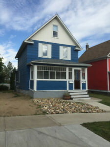 Oct 1st - 5 BDRM House - Character - SIAST - PETS