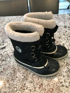 Girls Sorel Winter Boots - Size 6