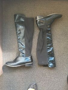 Boots similar to Michael Kors size 8 - 50$