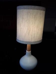 *** USED *** ASHLEY STACIA WHITE LAMP (2/CN)   S/N:51232726   #STORE523