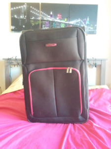 Pink Suitcase | Kijiji in Ottawa. - Buy, Sell & Save with Canada's ...