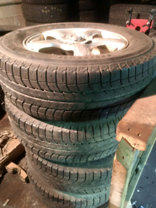 4x 235/65R17 Michelin winter tires + Mags (optional)