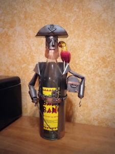 Pirate en métal pour habiller une bouteille