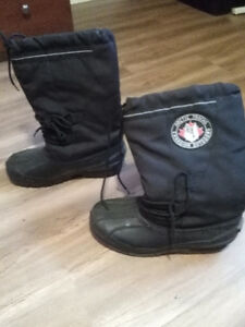 mens boys black boots size 9.5 - boys price $4 with lining