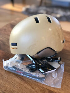 Woman's small boarding helmet with audio