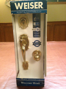 Weiser Entrance Door Latch Kit and Door Knobs