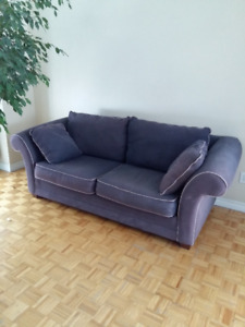 sofa, causeuse, table salle a manger et 4 chaises...650$ totale