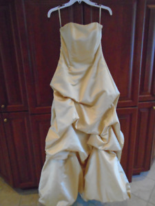 robe de bal / mariage small +4 paires de gants en cuir