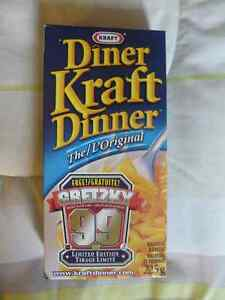 KRAFT DINNER SET OF 4 - WAYNE GRETZKY & 2002 OLYMPIC PUCKS