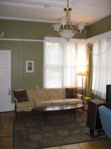 Room for rent in funky downtown 2 bdrm apartment