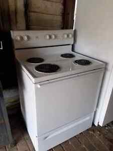 White basic stove  Cambridge Kitchener Area image 2