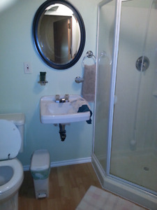 Clean and Quiet home away from home rooms available Moose Jaw Regina Area image 2