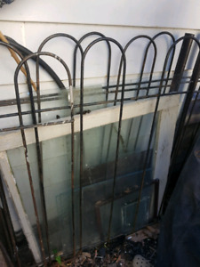 Metal fencing - various sized pieces, approximately 30' total