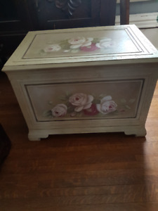STORAGE TRUNK -BLANKET BOX