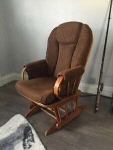 Stunning Gliding Rocking Chair!  London Ontario image 1
