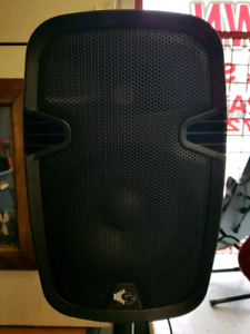 Brand New Goove Factory 100W Powered P.A Speakers With Stands