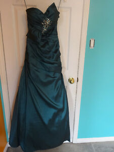 Fitted gown w/bead details Cornwall Ontario image 4