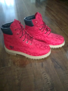 TIMBERLAND VELVET RED BOOTS size 4