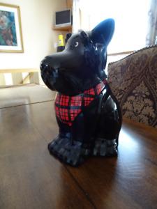 Jarre à biscuits en forme de chien.