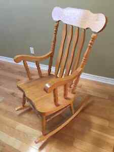 ROCKING CHAIR, SOLID NATURAL OAK, STURDY, LIKE NEW!