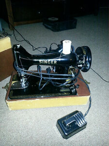 Vintage Singer Sewing Machine. Table-Top in case!~