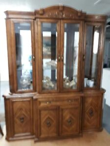 Mint Condition Dining Room and Hutch For Sale