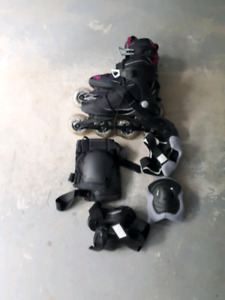 WOMAN'S SIZE 7 INLINE SKATES AND SAFETY GEAR