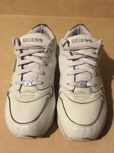 Women's Guess Sport Shoes Size 9 London Ontario image 2