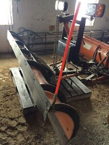 ARCTIC PLOW 8 FOOT FITS FORD SUPER DUTY and 08 gmc $4500.