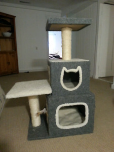 CAT TREE brand new 300 $ retail