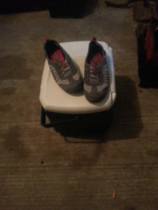 Dr Sholls Grey Runners size 6