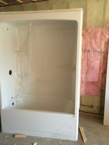 One piece tub for sale brand new worth 900$ selling 600$ neg