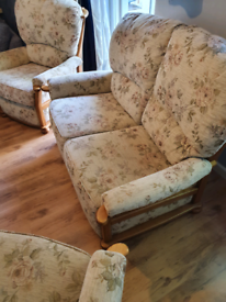 Yeoman cottage style 3piece suite 1×2seater and 2×one seater
