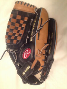 Rawlings 14 inch sofball glove (Right arm throw)